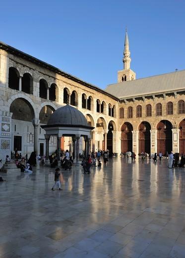 The courtyard of Umayyad Mosque  Damascus, Syria. : Stock Photo