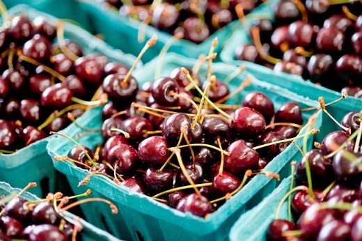 Stock Photo: 1566-962659 Cartons of cherries at farmer´s market