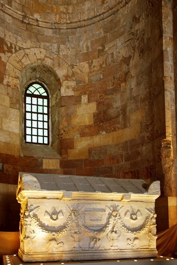Stock Photo: 1566-963207 Syria, Tartus, inside the Cathedrale Notre Dame de Tortosa, now Museum A roman sarcophagus