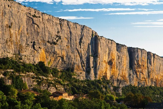 Cliffs near Lioux, Provence, France, Europe : Stock Photo