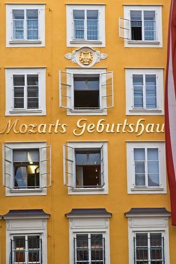 House where Wolfgang Amadeus Mozart was born in the Getreidegasse, Salzburg, Austria, Europe : Stock Photo