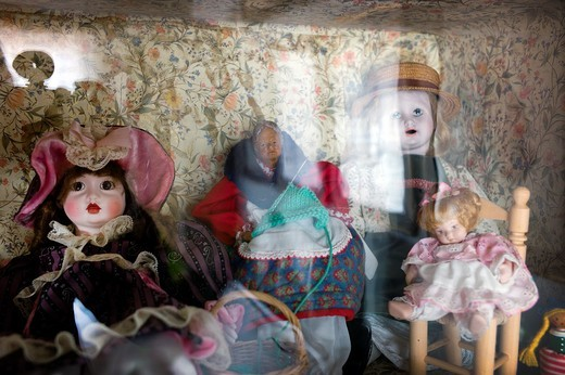 Stock Photo: 1566-964842 Old dolls