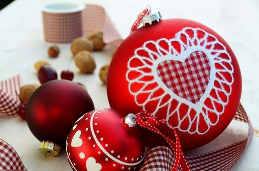 Stock Photo: 1566-966096 Red ball ornament on a table