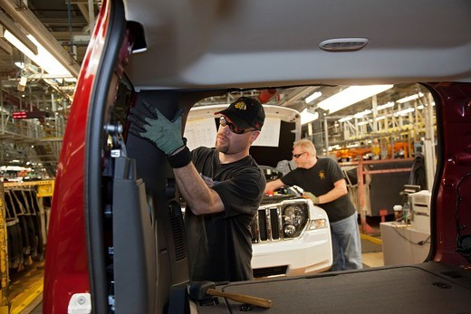 Toledo, Ohio - Mark Cole works on the assembly line for the Jeep Liberty and Dodge Nitro at Chrysler´s Toledo Assembly Complex : Stock Photo