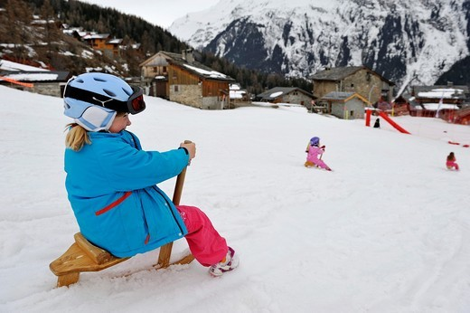 enfants glissant avec un paret,sorte de luge Sainte-Foy-Tarentaise,departement de Savoie,region Rhone-Alpes, France,Europe//children at play sledding Sainte-Foy-Tarentaise,Savoie department,Rhone-Alpes region,France,Europe : Stock Photo