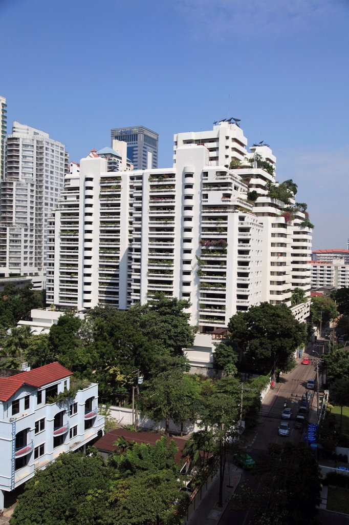 Highrise apartments, Sukhumvit, Bangkok, Thailand, Asia  Sukhumvit is an upscale neighborhood in Bangkok : Stock Photo