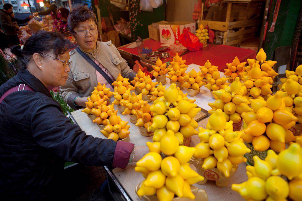Stock Photo: 1566-968242 fruit and vegetable market in Hongkong, China