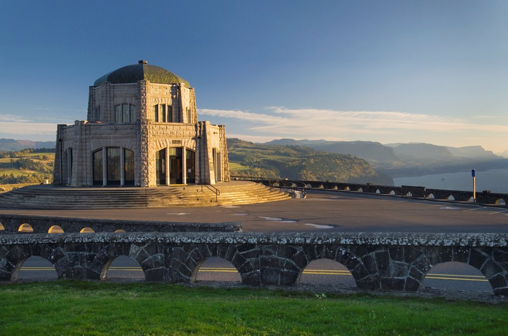 Stock Photo: 1566-968834 Vista House at Crown Point, Columbia River Gorge National Scenic Area Oregon