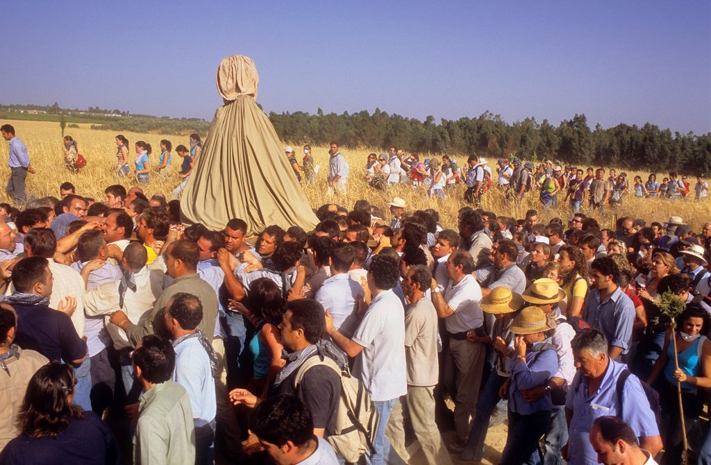 El Rocío Romería pilgrimage,Special procession,once every seven years the virgin of el Rocío travels from El Rocío to Almonte where he spends a few months, to finally go back to El Rocío,procession trip from Almonte to El Rocío,Almonte, Huelva province, S. El Rocío Romería pilgrimage,Special procession,once every seven years the virgin of el Rocío travels from El Rocío to Almonte where he spends a few months, to finally go back to El Rocío,procession trip from Almonte to El Rocío,Almonte, Huelva : Stock Photo