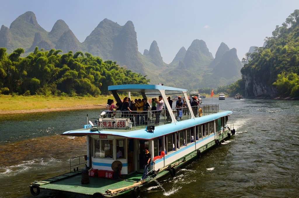 Stock Photo: 1566-969200 Tour boat cruise down the Li river with bamboo forest and hazy karst peaks