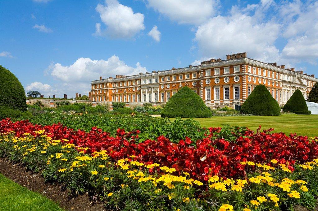 Hampton Court Palace, Royal Apartments and gardens  Surrey, west London UK : Stock Photo