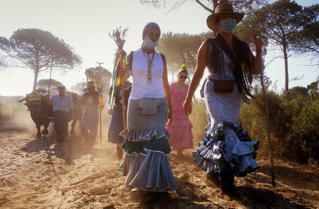 Stock Photo: 1566-971463 Pilgrims in El Cerro del Trigo,Romeria del Rocio, pilgrims on their way through the Doñana National Park, pilgrimage of Sanlúcar de Barrameda brotherhood, to El Rocío, Almonte, Huelva province, Andalucia