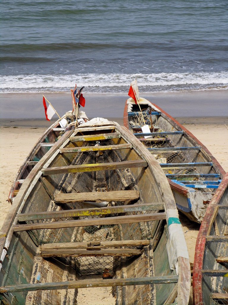 Stock Photo: 1566-972410 Fishing boats on beach Bakau The Gambia