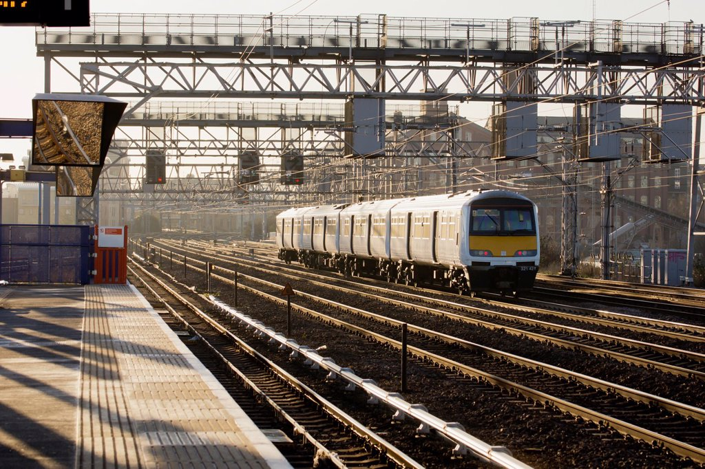 Train passing along multiple tracks in Stratford London : Stock Photo