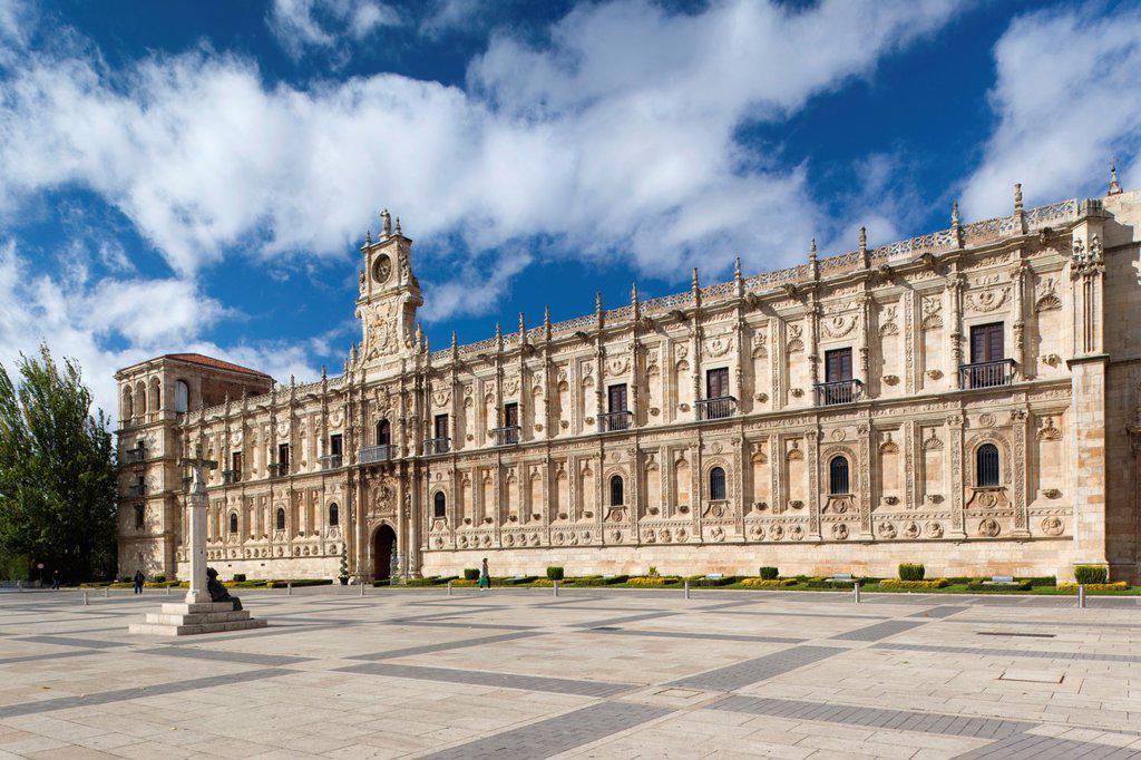 Spain, Castilla y Leon Region, Leon Province, Leon, Convento de San Marcos, former convent and now a parador hotel : Stock Photo