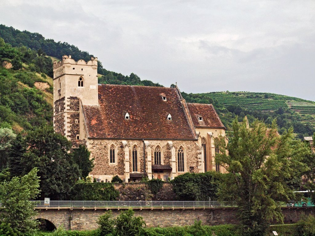 Stock Photo: 1566-973487 St  Michael´s Church, near Weissenkirchen  St  Michael is a fortified church in a village of 13 houses, 2 km upstream of Weissenkirchen  It is in the Wachau portion of the Danube River, between Melk and Krems, west of Vienna