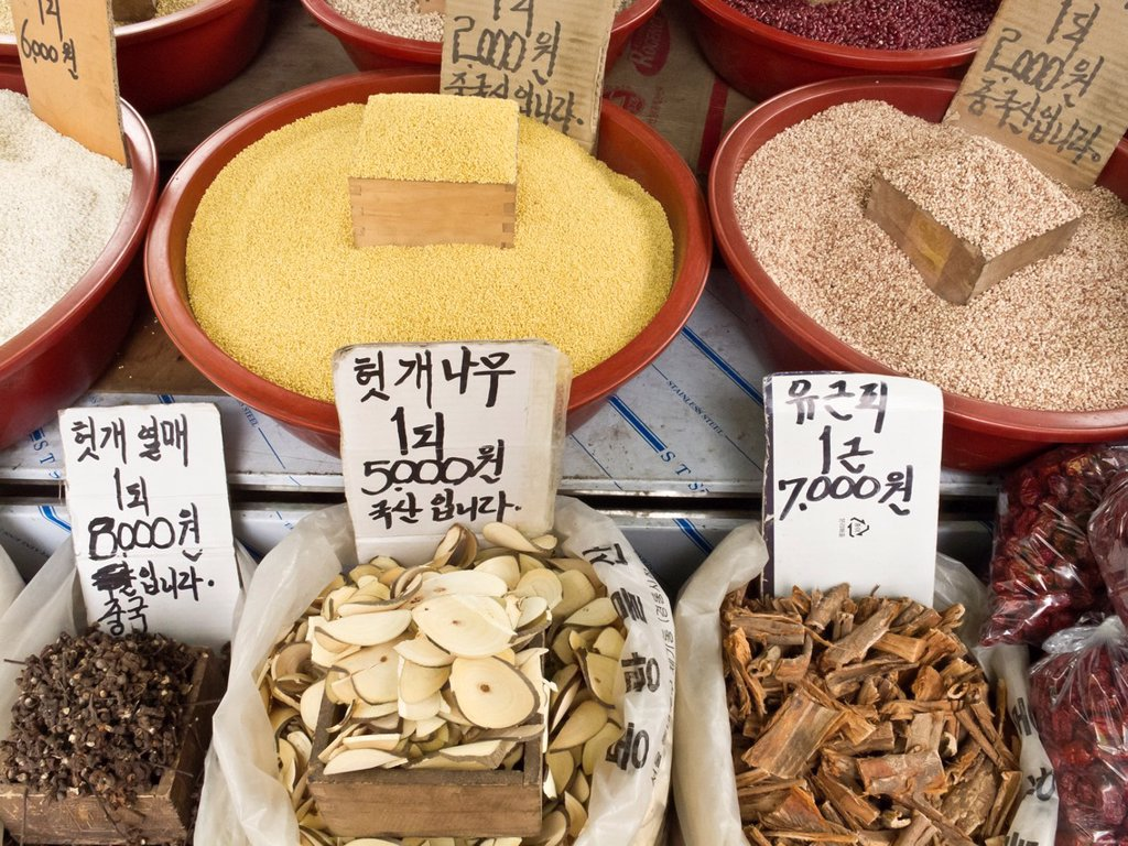 Stock Photo: 1566-973517 Grains, herbs, berries and bark for sale, Gyeongdong market, medicine market, Seoul, South Korea