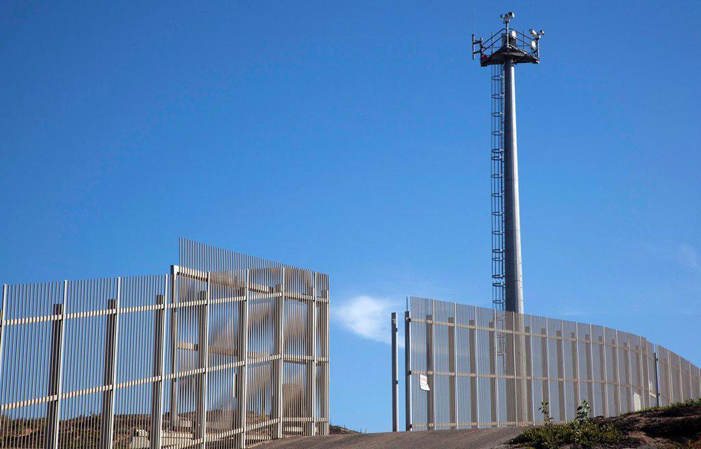San Ysidro, California - A U S  Border Patrol surveillance tower at the international border between the United States and Mexico : Stock Photo