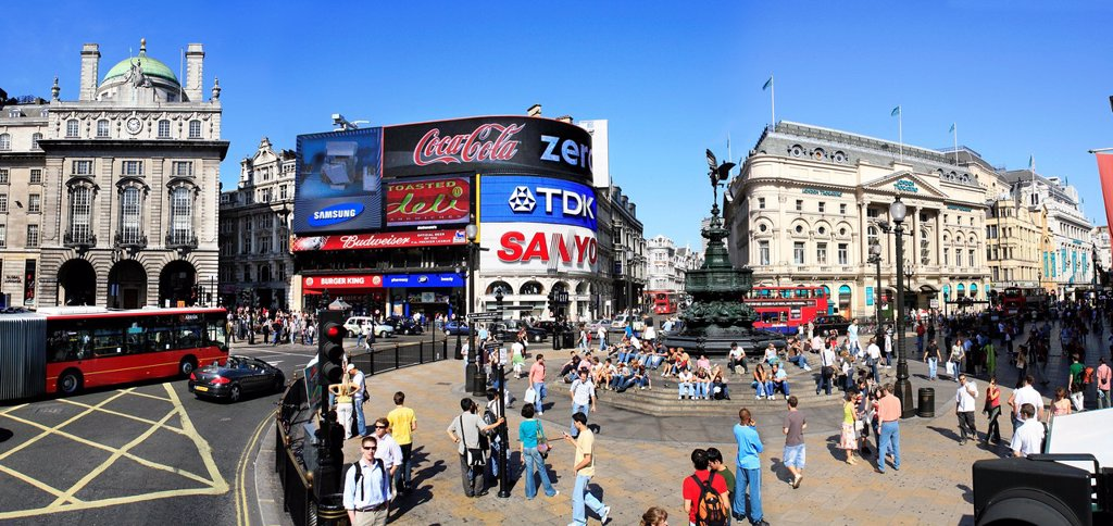 Piccadilly Circus London, on a beautiful summer day  2006 Note the new electronic Plasma displays : Stock Photo