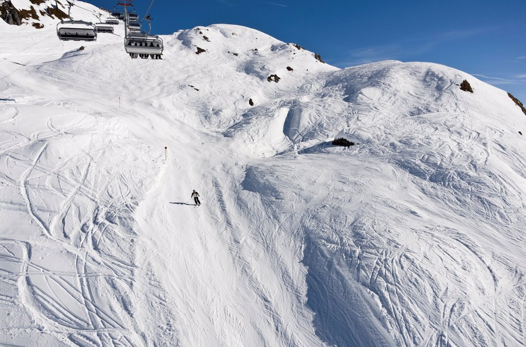 St Anton am Arlberg, Tyrol, Austria, Europe  Steep unpisted Ski route with icy mogules in the Austrian Alps : Stock Photo