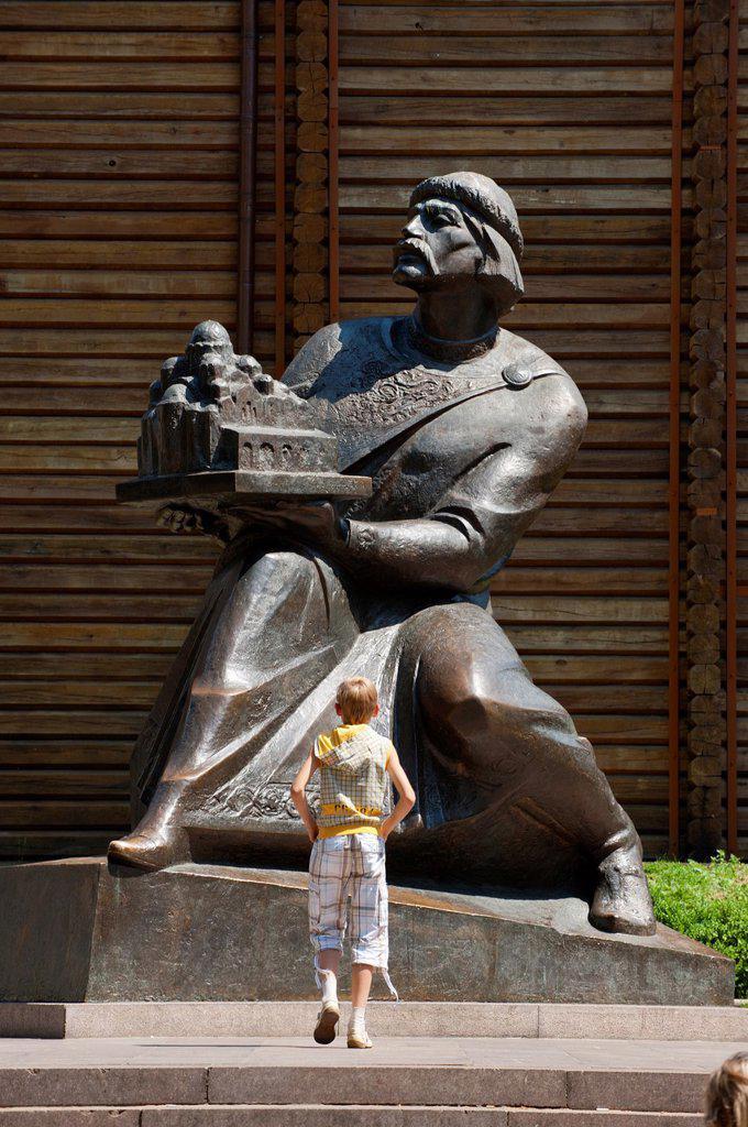 Stock Photo: 1566-974875 Statue of Yaroslav The Wise at The Golden Gate, Kiev, Ukraine, Europe