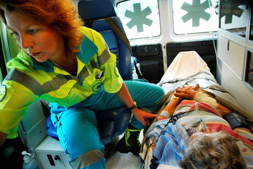 Stock Photo: 1566-975144 Ambulance team