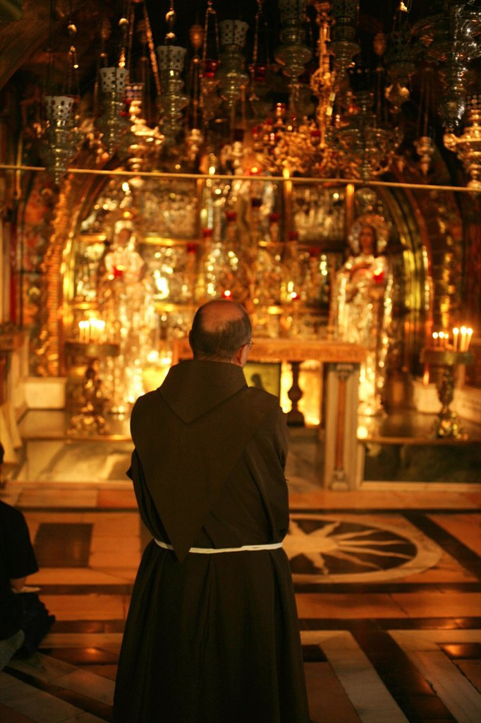 Stock Photo: 1566-975871 Views inside the Church of the Holy Sepulchre on the Via Dolorosa Way of Suffering in the old city of Jerusalem