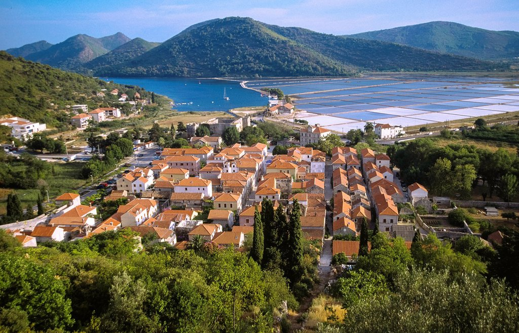 Stock Photo: 1566-976535 Town of Ston known for salt production, salt pans in the background, Peljesac peninsula, Croatia