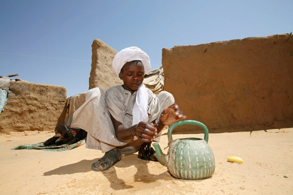 Watersupply as humanitarian aid : Stock Photo