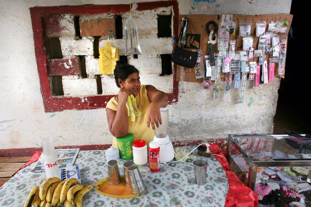 Stock Photo: 1566-978287 Local shops and market in Colombia