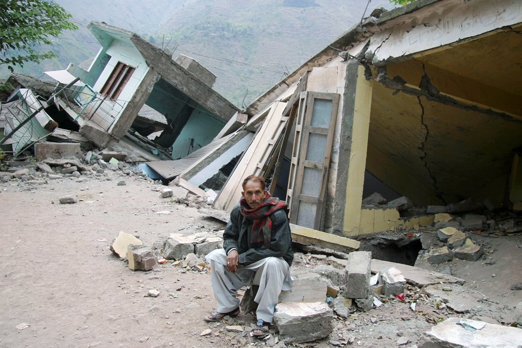 Hatian, Kashmir, Pakistan On 8 october 2005, a severe earthquake hit Northern Pakistan Pakistan controlled Kashmir More than 70,000 people died and 3 million people where homeless Widespread destruction led to major relief operations trying to reduce t : Stock Photo