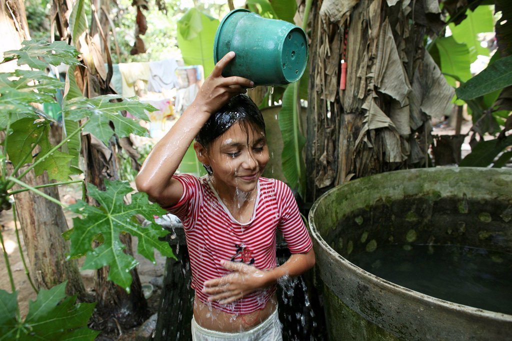 Stock Photo: 1566-978470 Displaced girl living in one of the slums of Barrancabermeja