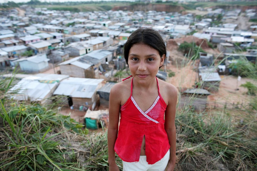 Stock Photo: 1566-978650 Portrait of a displaced girl in the slums of Colombia