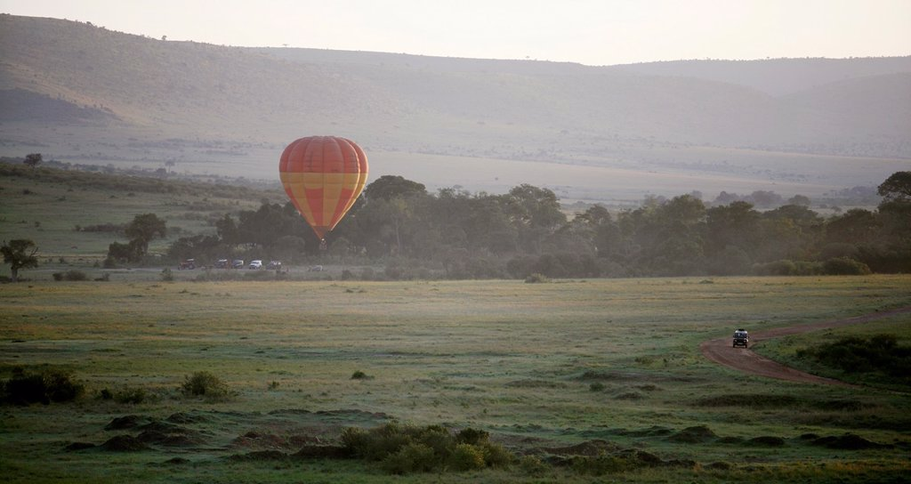 Ballon safari´s are very popular amongst tourists visiting the natural parc ´ Massai Mara´ It vosts around 350 euro per hour and the ballon takes off very early in the morning around 6 am The best moment to sport wildlife in the parc : Stock Photo