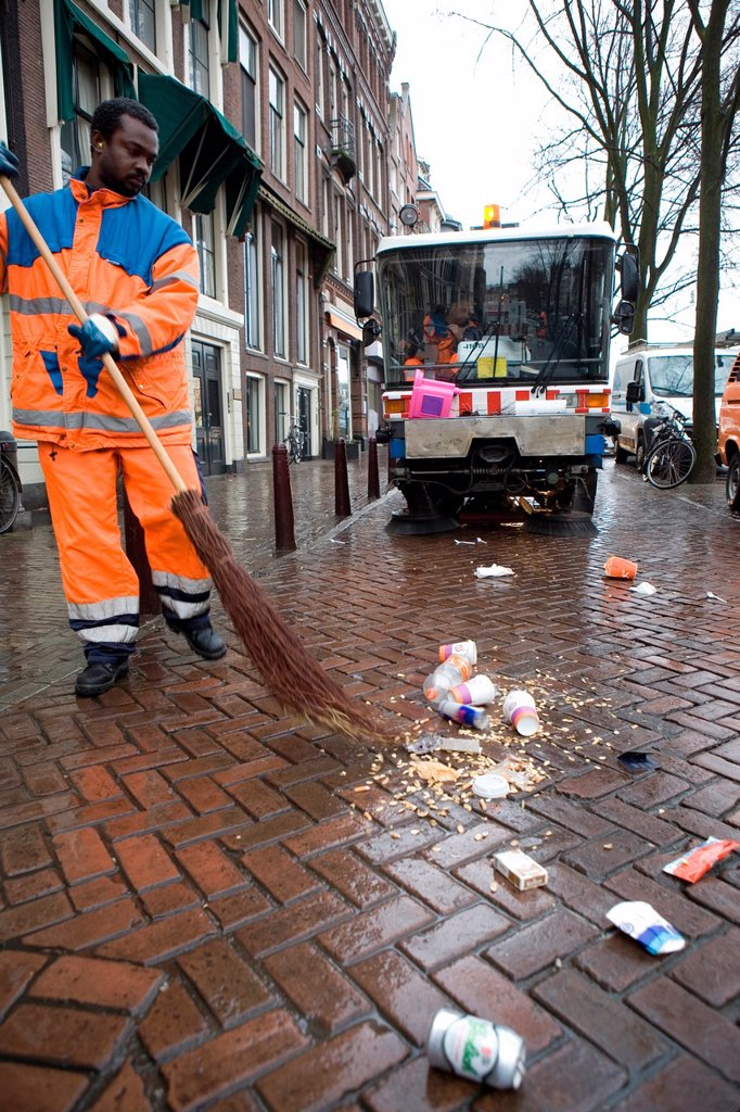 Stock Photo: 1566-979335 Street cleaners at work in Amsterdam