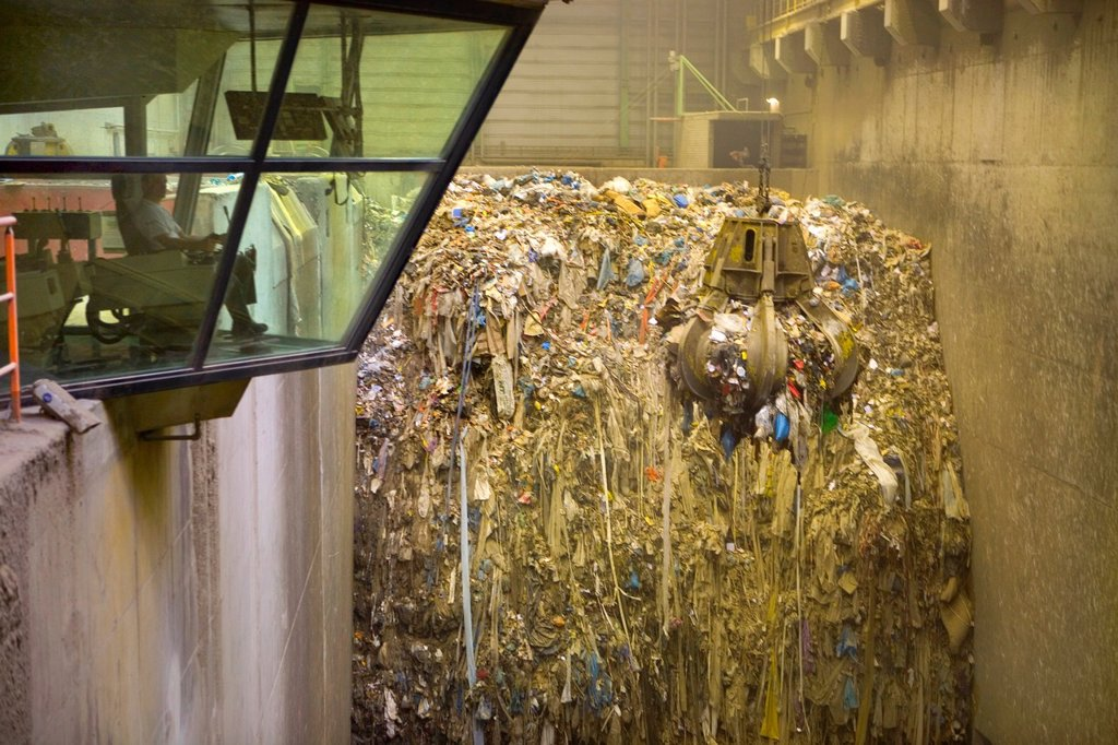 Stock Photo: 1566-980208 The combustor ´Twence´ in The Netherlands is able to process 550,000 tonnes of waste and 150,000 tonnes of biomass annually The majority of waste is being burned in the industrial waste incineration plant AVI in order to generate electricty Through turb. The combustor ´Twence´ in The Netherlands is able to process 550,000 tonnes of waste and 150,000 tonnes of biomass annually The majority of waste is being burned in the industrial waste incineration plant AVI in order to generate electricty