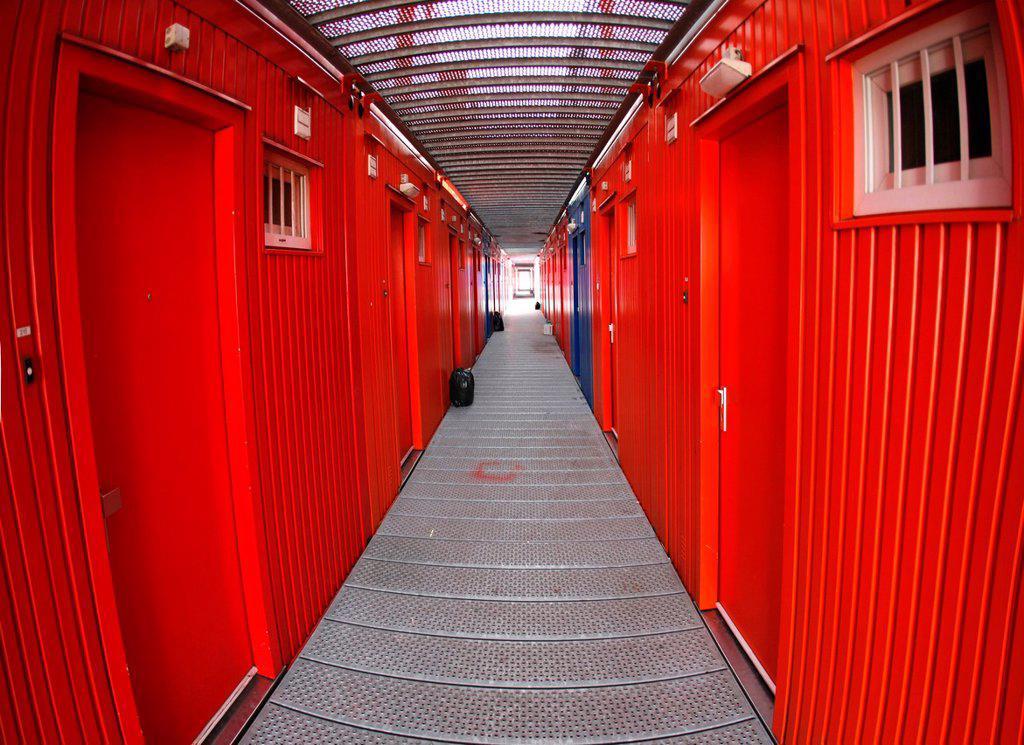 Stock Photo: 1566-980507 ´Tempo Wonen´ is een bedrijf in Nederland dat tijdelijke woningen ontwerpt, ontwikkelt en bouwt voor studenten De units zijn gemaakt van zeecontainers en op elkaar gestapeld In Amsterdam zijn er verschillende locaties waar dergelijke eenheden zijn gebou. ´Tempo Wonen´ is een bedrijf in Nederland dat tijdelijke woningen ontwerpt, ontwikkelt en bouwt voor studenten De units zijn gemaakt van zeecontainers en op elkaar gestapeld In Amsterdam zijn er verschillende locaties waar dergelijke eenhede