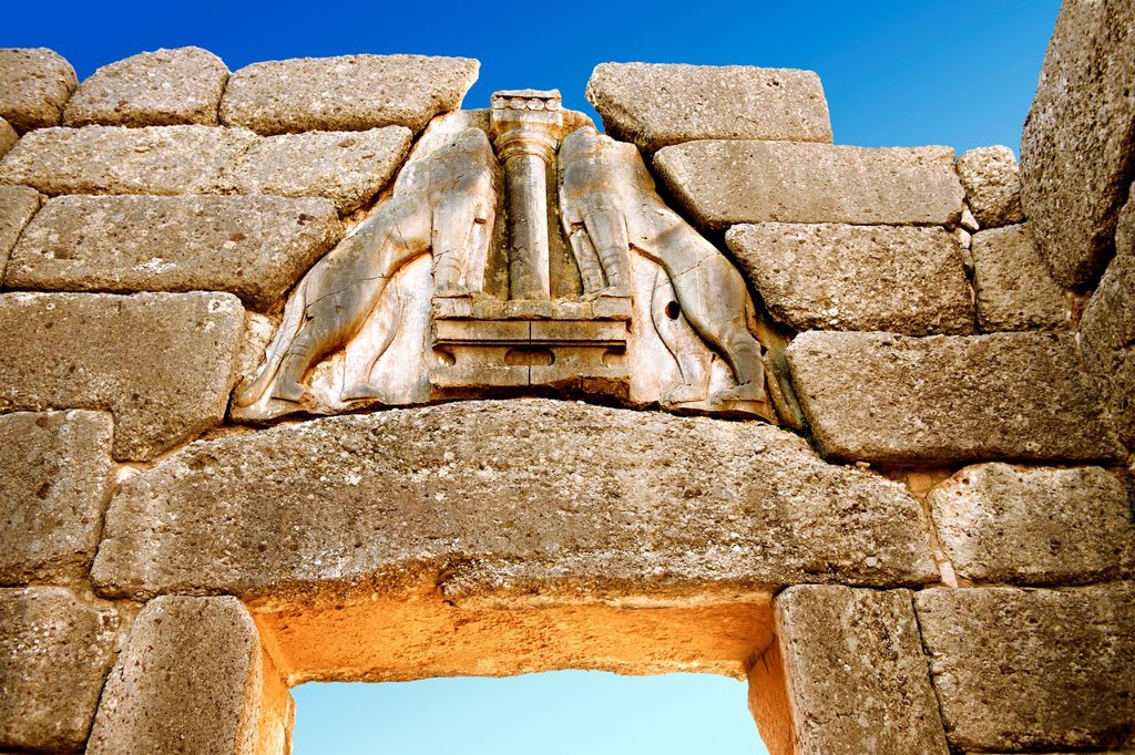 Mycenae Lion Gate & citadel walls built in 1350 B C and known as cyclopean style walls due to the vast size of the blocks it was assumed by visitors in ancientb times that only giant Cycopse could have built them  Excavated by the archaeologist Heinrich S. Mycenae Lion Gate & citadel walls built in 1350 B C and known as cyclopean style walls due to the vast size of the blocks it was assumed by visitors in ancientb times that only giant Cycopse could have built them  Excavated by the archaeologis : Stock Photo