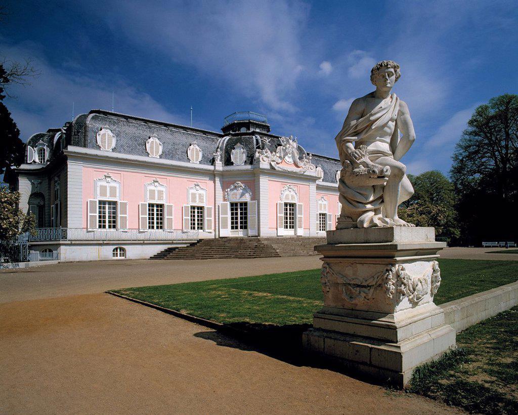 D-Duesseldorf, Rhine, Rhineland, North Rhine-Westphalia, NRW, D-Duesseldorf-Benrath, castle Benrath, Late baroque, castle gardens, statue, sculpture : Stock Photo
