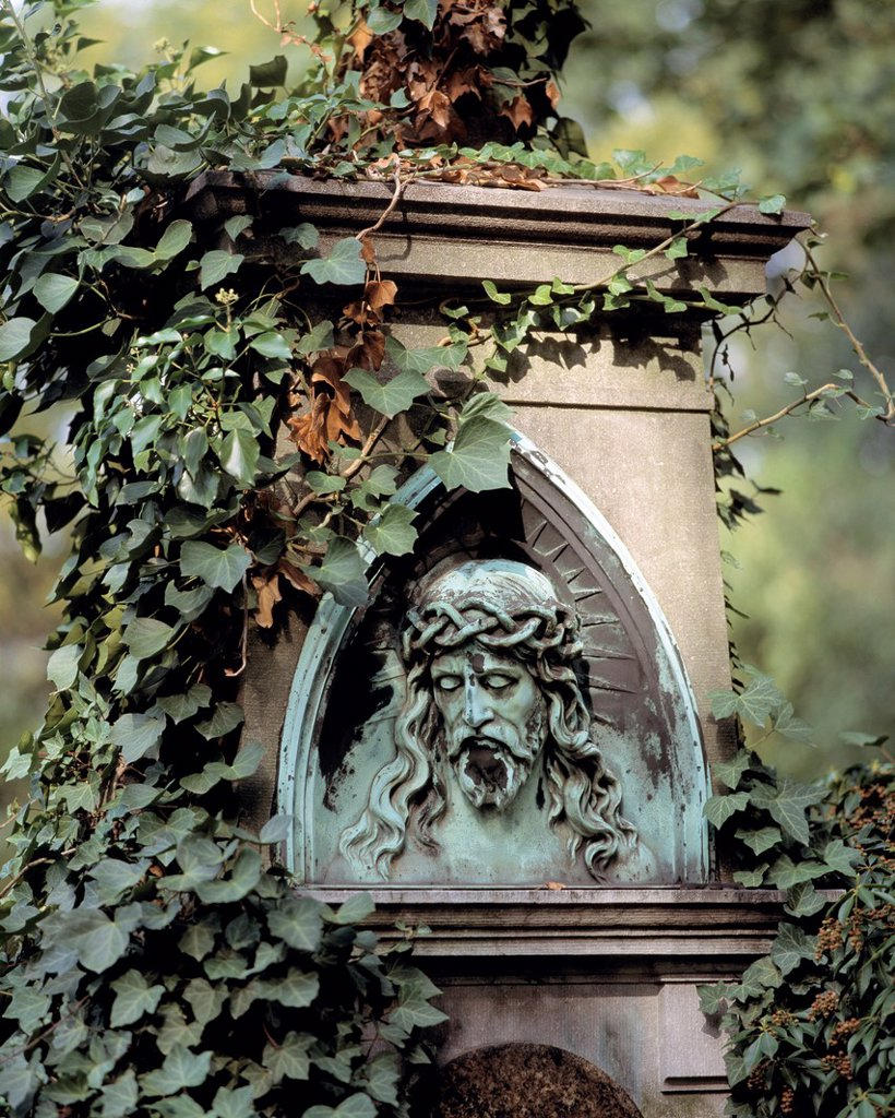 D-Duesseldorf, Rhine, Rhineland, North Rhine-Westphalia, NRW, D-Duesseldorf-Golzheim, Nordfriedhof, North cemetery, tomb, gravestone, relief, Jesus Christ, crown of thorns, ivy tendrils : Stock Photo