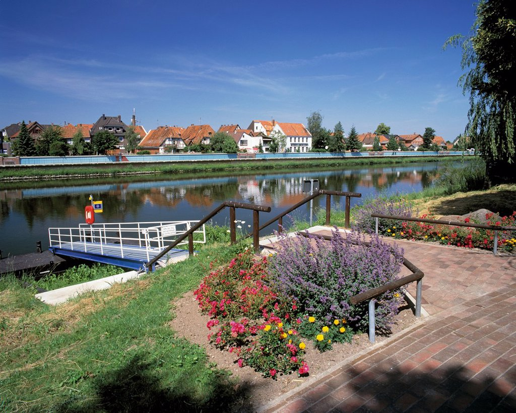 Stock Photo: 1566-984174 D-Hoya, Weser, Middle Weser region, Lower Saxony, cityscape, residential buildings, Weser landscape, riverbank, waterside promenade, riverwalk, landing stage