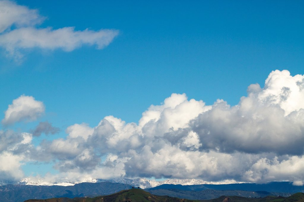 Stock Photo: 1566-984181 White puffy clouds over Two Trees
