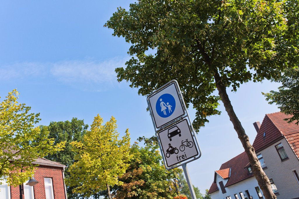 Stock Photo: 1566-984271 Pedestrian area road sign