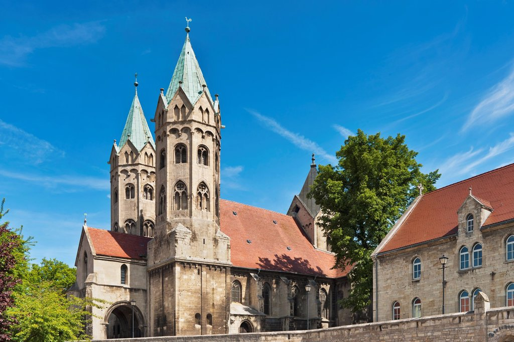 Stock Photo: 1566-984375 The St Mary´s Church is a late Romanesque three-aisled basilica dating back to 1225 and recalls in its construction of the Naumburg Cathedral Freyburg Unstrut, Saxony Anhalt, Germany, Europe