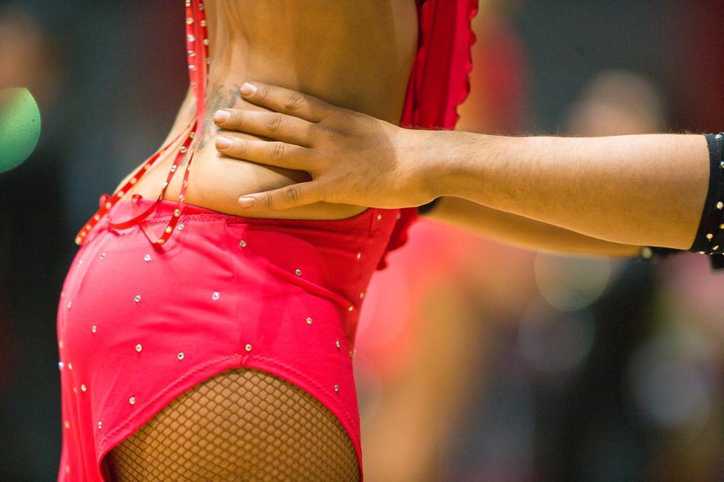 Male dancer holding female dancer : Stock Photo