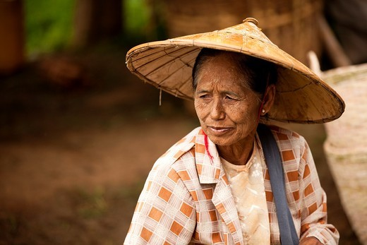 Old woman in Thaung Tho Kyaung market  Maynmar : Stock Photo