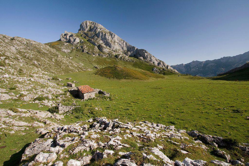 Stock Photo: 1566-987075 Majada de Toneyu  Senda del Arcediano  Parque Nacional Picos de Europa  Amieva  Asturias  Spain