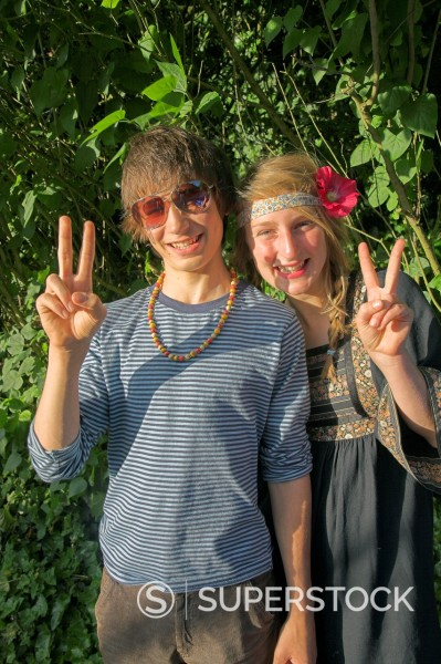 Model released teenagers dressed as hippies for fancy dress party : Stock Photo