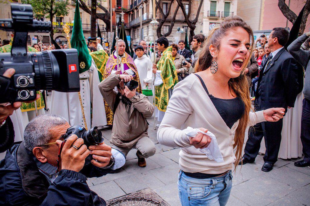 Stock Photo: 1566-991539 Girl singing the saeta to the virgin, procession, sisterhood of Jesus del Gran Poder y virgen de la Macarena, Good Friday, Easter week, Plaza de San Agustin, Barcelona, Catalonia, Spain