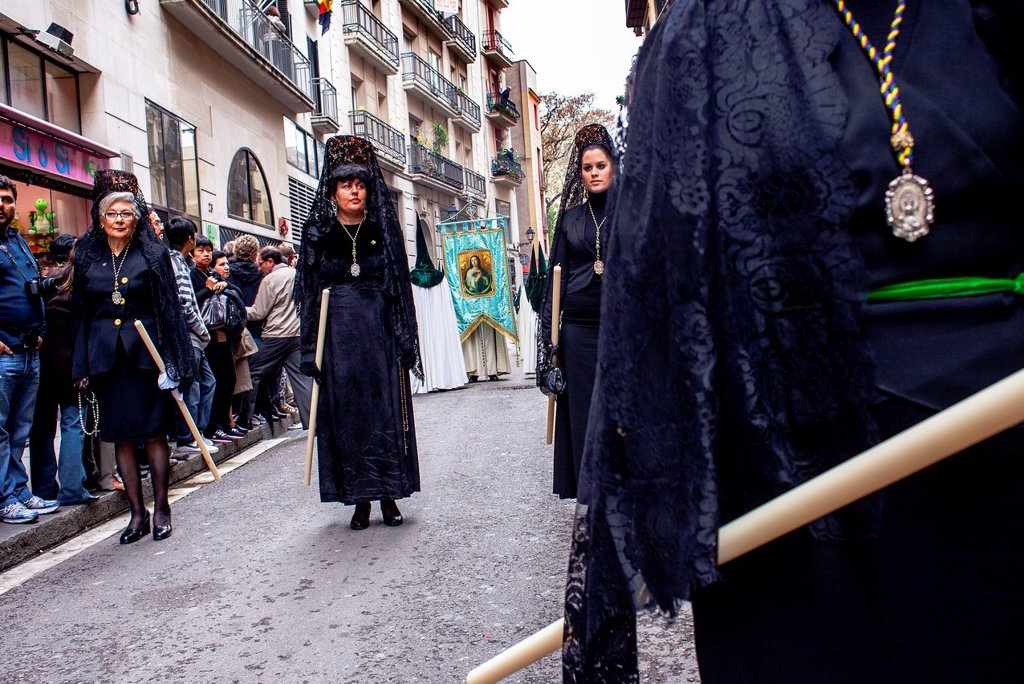 'Mantillas' in procession, sisterhood of Jesus del Gran Poder y virgen de la Macarena, Good Friday, Easter week, carrer Hospital, Barcelona, Catalonia, Spain : Stock Photo